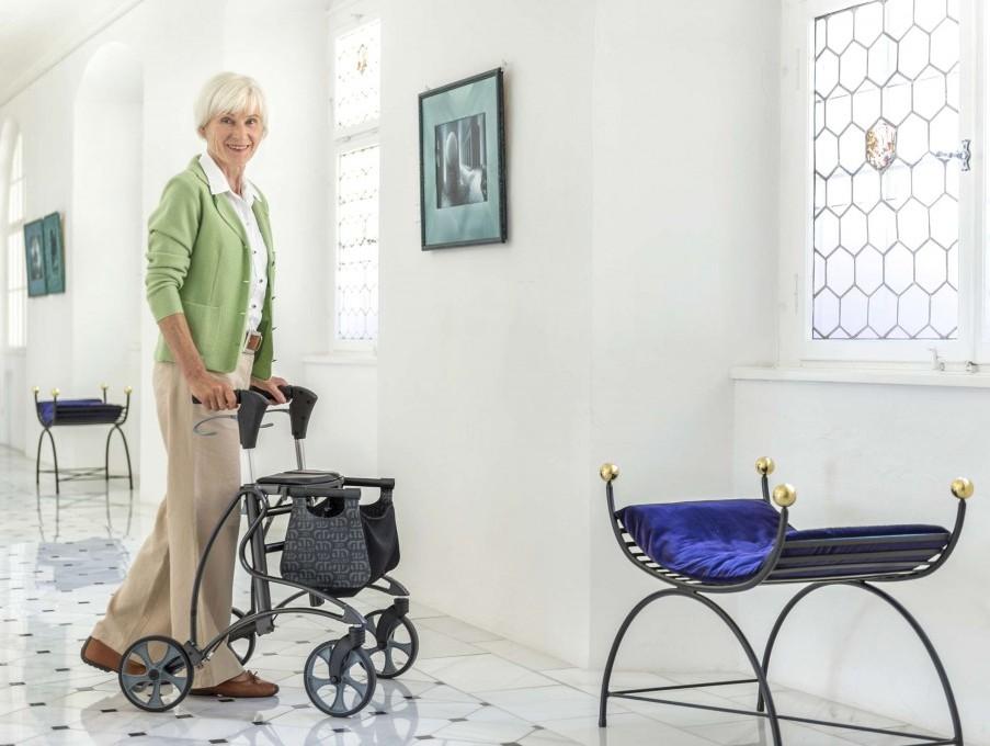 En nuestra tienda de Oviedo encontrará una amplia gama de productos: sillas manuales, sillas eléctrcias, camas adaptadas, ayudas de baño, ayudas para vestirse y calzarse, etc.
