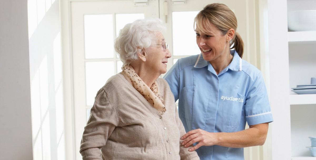 Atención de personas mayores y dependendientes en Asturias. Ayudartis